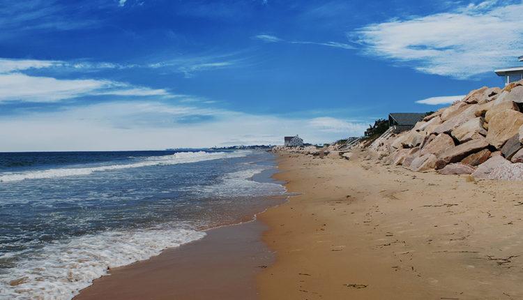 Misquamicut-beach.jpg
