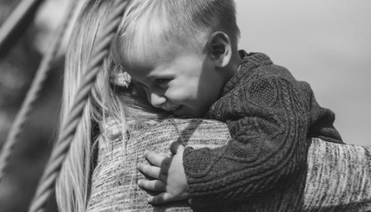 Child_Hug_Flickr_Free_Stocks_2020.png